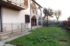 Roncadelle – Casa indipendente divisa in due appartamenti