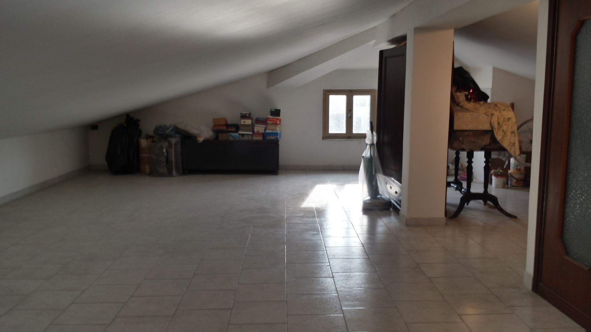 Fornaci villa singola su piano unico immobiliare for Piano casa con garage