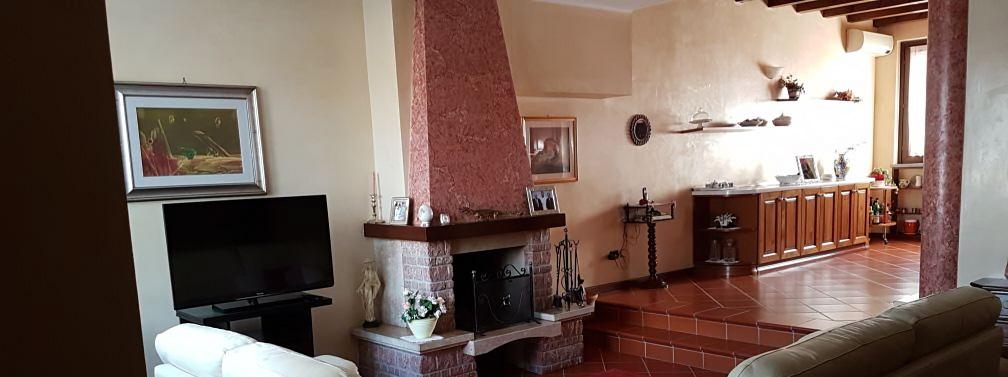 AZZANO MELLA – Villa quadrifamiliare centrale