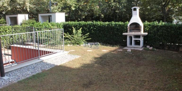 giardino-con-barbecue-con-logo