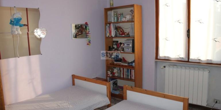 camera-da-letto-con-logo