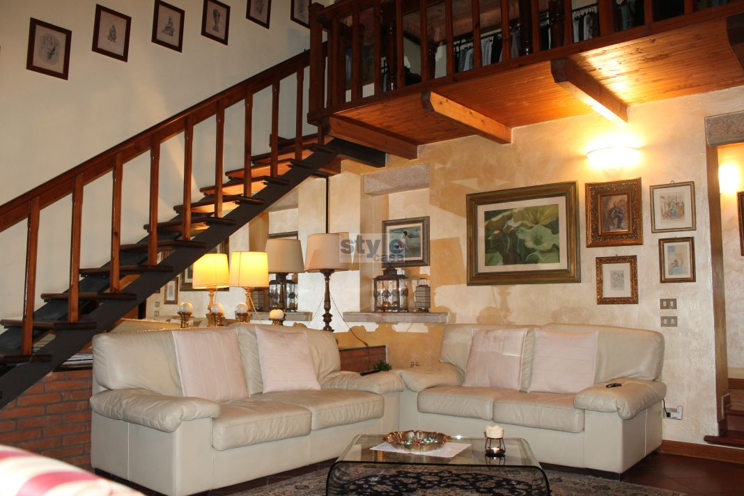 Fornaci appartamento con soppalco in corte for Case piccole con soppalco