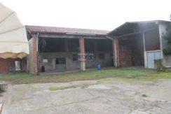 Flero – Casa con locali magazzino ed area privata