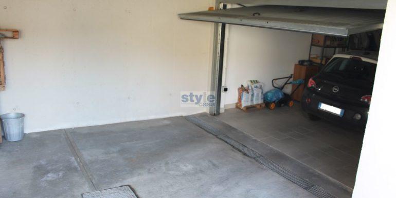 garage indipendente con logo