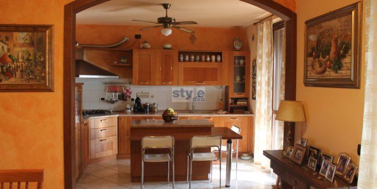 cucina a vista con logo