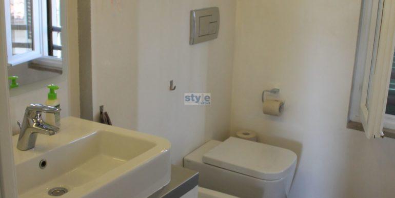bagno sanitari sospesi con logo
