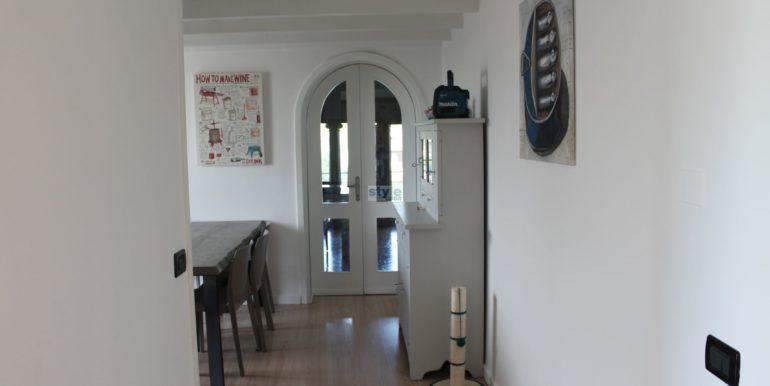 vista cucina con logo