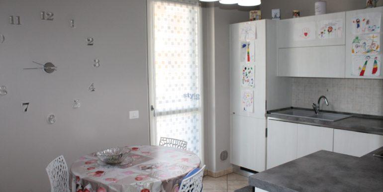 cucina separata abitabile con logo