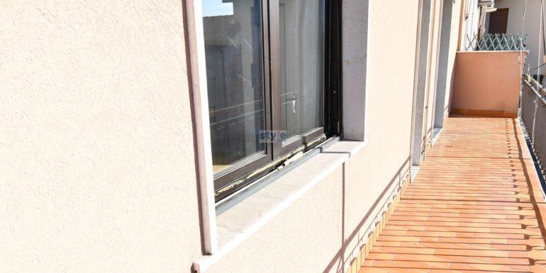 balcone con logo
