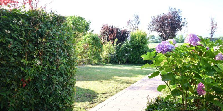 giardino con logo