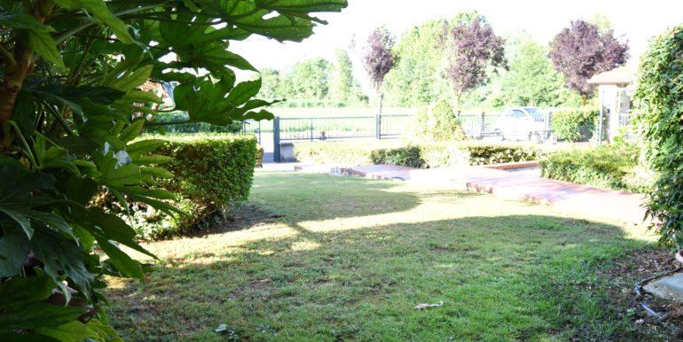 giardino privato con logo