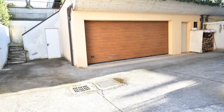 ulteriore garage doppio con logo